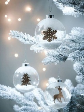 25 Ways To Decorate Your Home With Snowflakes And Baubles 05