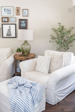 26 Wonderful Living Room Decor Ideas With Spring Theme 01