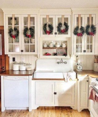 28 Cute Farmhouse Christmas Decoration Ideas 07