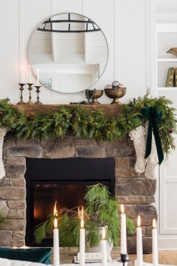 28 Cute Farmhouse Christmas Decoration Ideas 20