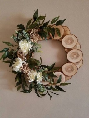 32 On A Budget DIY Christmas Wreath To Deck Out Your Door 16
