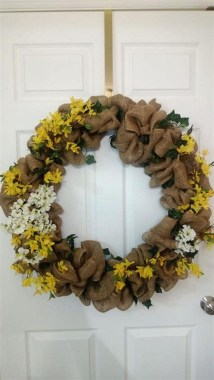 33 Beautiful Spring Wreath To Make It Yourself At Home 18