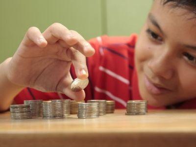 الاطفال و ابتلاع العملات المعدنية