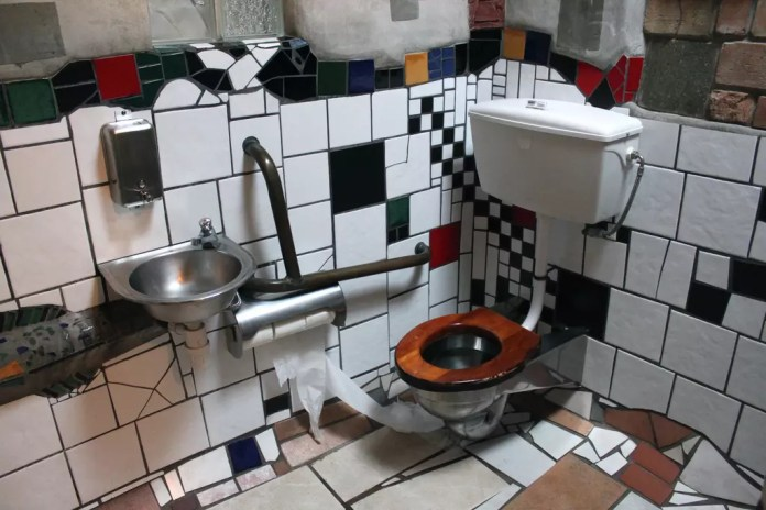 New Zealand: Hundertwasser Toilets in Kawakawa