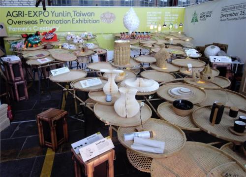Ghế làm từ Rơm thiết kế bởi Gina hsu + nagaaki shaw