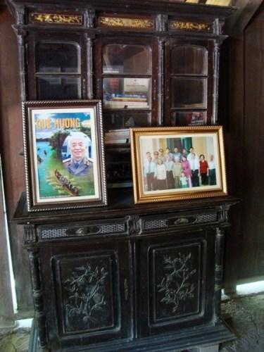 Trong ngôi nhà này, hầu như những hình ảnh, những cuốn sách đáng nhớ nhất về cuộc đời Đại tướng vẫn được lưu giữ cẩn thận.