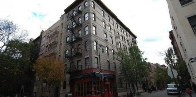 1 Friends-NYC-Apartment-Building-600x397