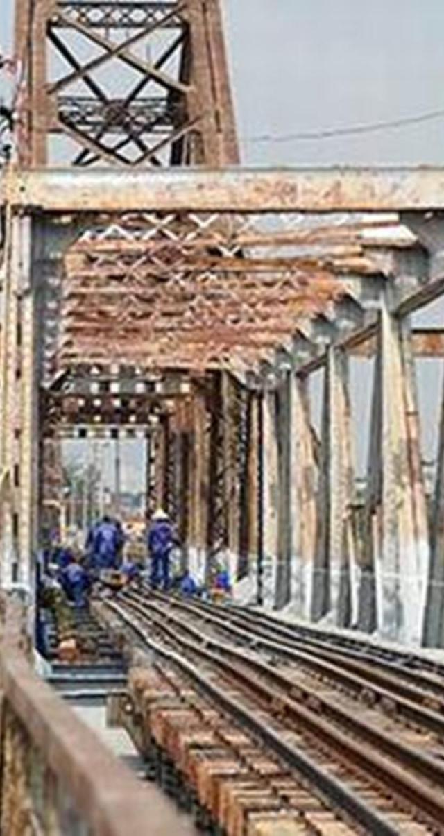 Giai đoạn một của dự án khôi phục cầu Long Biên dự kiến sẽ kết thúc trong tháng 12/2015.