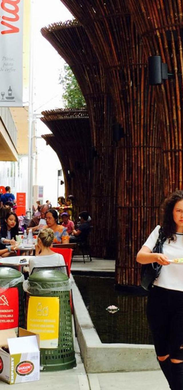 Khu ẩm thực tại Nhà Việt Nam (ảnh chụp ngày 10-8) - Ảnh: NGUYỄN THỊ KIỀU OANH