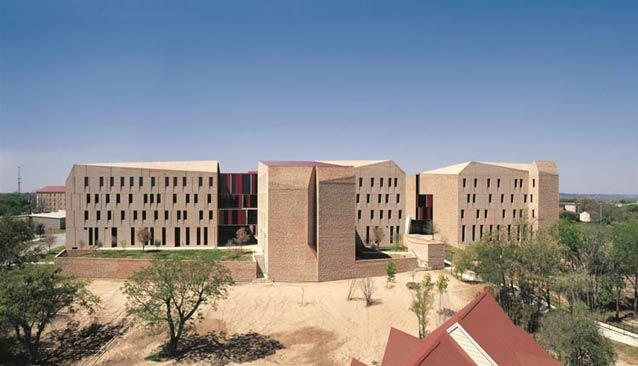 Ký túc xá sinh viên tại đại học St. Edward, Austin, Texas, do Aravena thiết kế. Ảnh: Cristobal Palma.