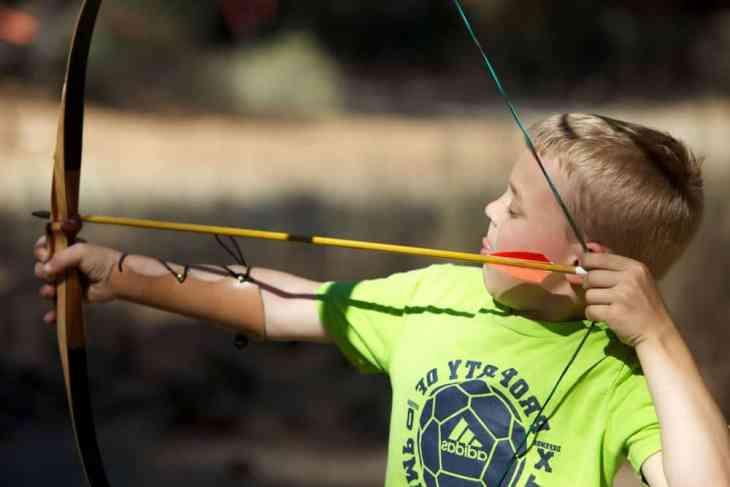 https://pixnio.com/sport/child-boy-bow-arrow#