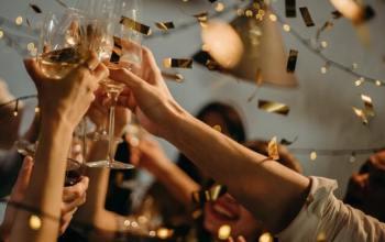 https://www.pexels.com/photo/people-toasting-wine-glasses-3171837/