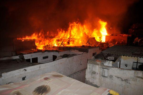 كازا.. حريق مهول وانهيار 5 منازل (فيديو وصور)