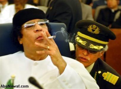 يموت معمر ويبقاو خبارو.. هل قتل القذافي على يد رجل مخابرات فرنسي؟