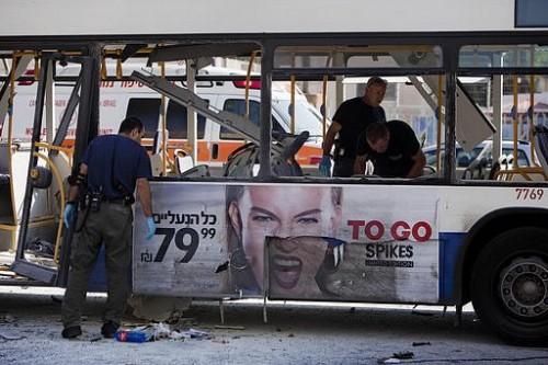 لأول مرة منذ 6 سنوات.. انفجار حافلة وسط تل أبيب وإنذارات في مناطق أخرى (فيديو)