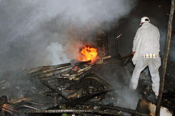 فاس.. حريق في براريك تجارية