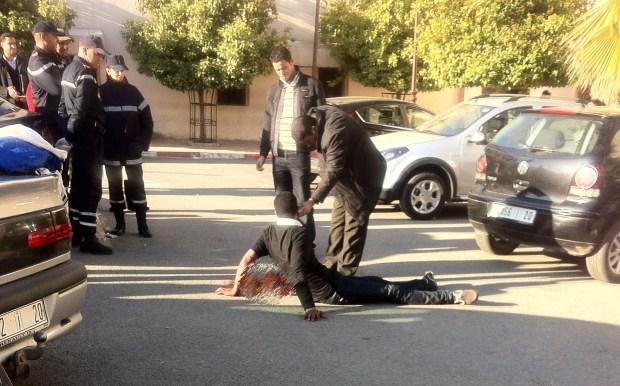 """احتجاجا على المحكمة.. شاب في مكناس """"يقطع"""" يده"""