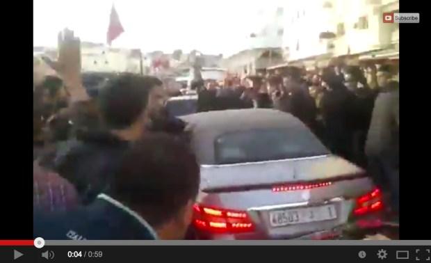 بالفيديو.. الملك وسط حشود المواطنين في طنجة