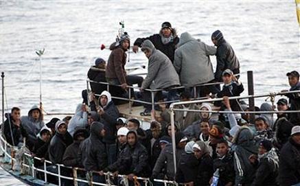هددت باللجوء إلى القضاء.. الداخلية تنفي غرق 3200 مهاجر في السواحل المغربية