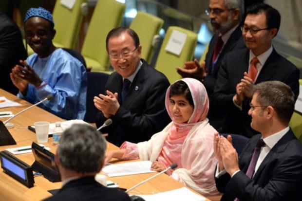 نوبل للسلام.. الباكيستانية ملالا يوسفزاي والهندي كايلاش ساتيارثي يقتسمان الجائزة