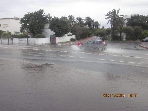عين الدياب.. فيضانات في أرقى الأحياء البيضاوية (صور)