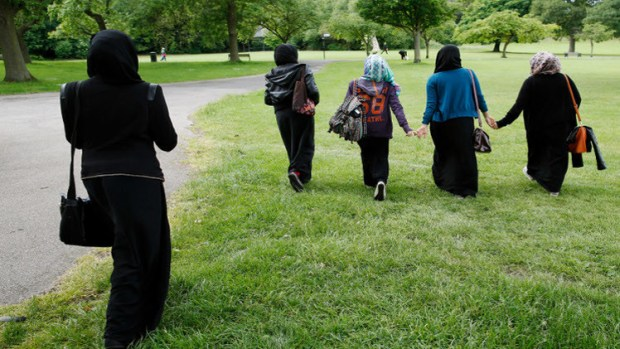 المعلمات ألمانيا.. رفع الحظر على ارتداء الحجاب