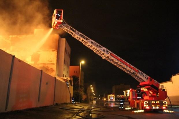 كازا.. حريق في مصنع للخشب (صور)