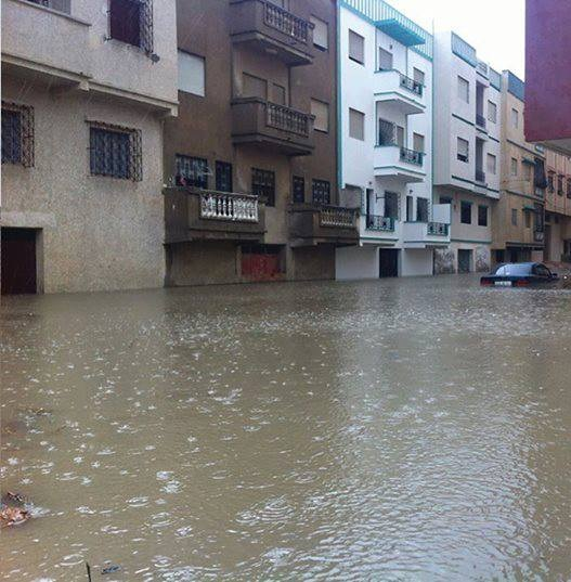 جرافات/ شاحنات/ حواجز/ خلية أزمة/ تحذير.. حالة طوارئ في تطوان في انتظار الفيضانات