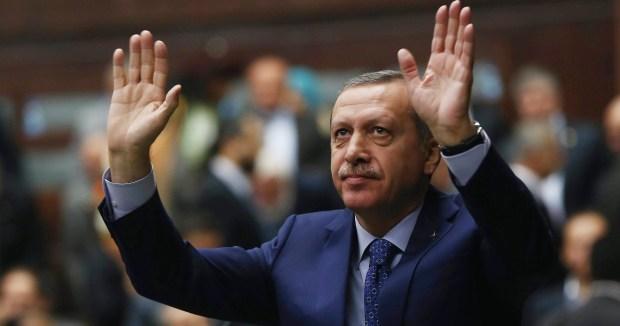 بعد فشل الانقلاب.. طائرة أردغان تحط في مطار اسطنبول