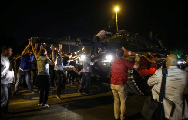 رئيس وزراء تركيا: الحياة عادت إلى طبيعتها