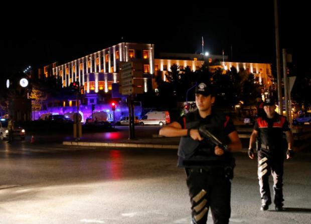 تركيا.. مقر البرلمان في أنقرة يتعرض للقصف