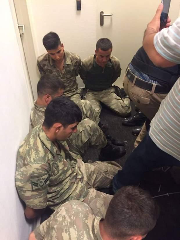 بالصور.. اعتقال ضباط شاركوا في الانقلاب العسكري في تركيا