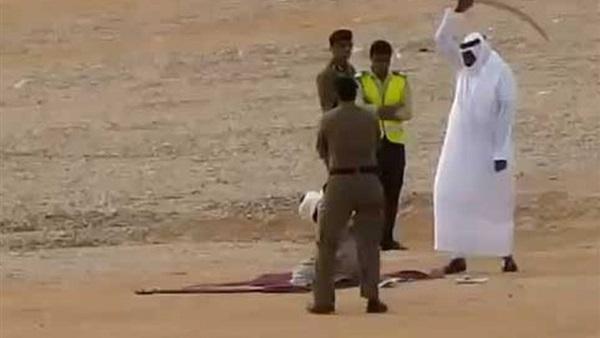 إعدام أمير سعودي.. بدات بالقرطاس وسالات بقطيع الراس (فيديو)