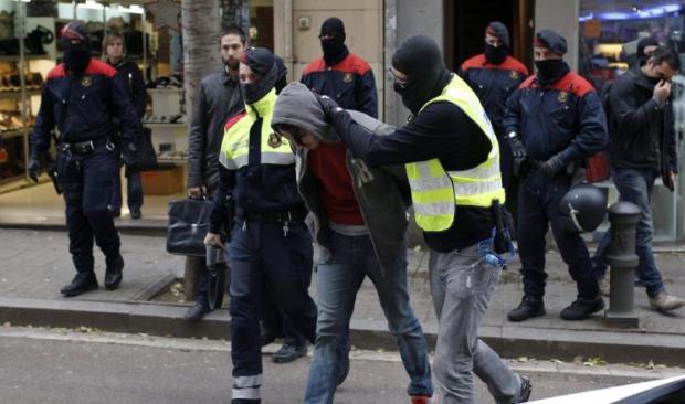 إسبانيا.. اعتقال مغربيين مجدا الإرهاب على الأنترنت