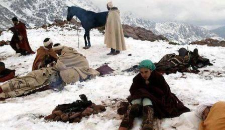 البرد في إقليم أزيلال.. مساعدات لأزيد من 2300 أسرة