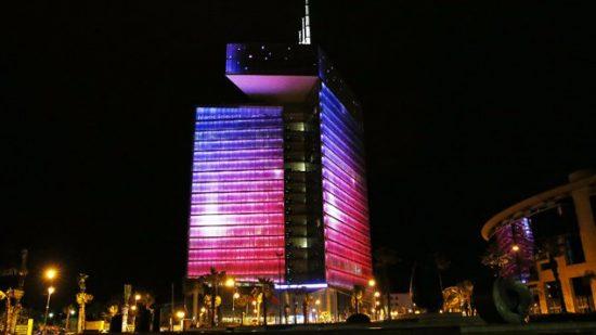 للتحسيس بالكشف المبكر عن سرطان الثدي.. برج اتصالات المغرب باللون الوردي