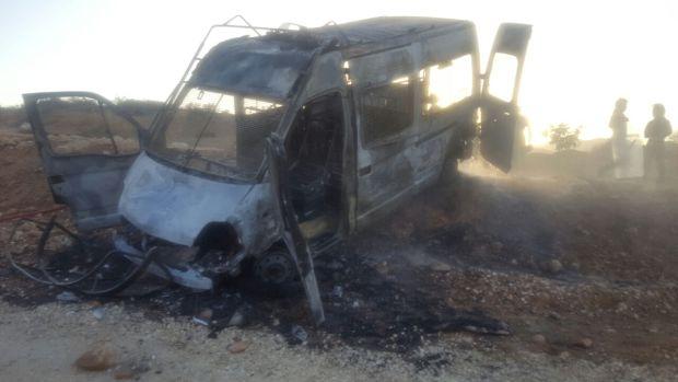 سلطات الحسيمة: عناصر ملثمة هاجمت القوات العمومية بالحجارة ومتظاهرون في أجدير أحرقوا سيارتين للأمن (صور)
