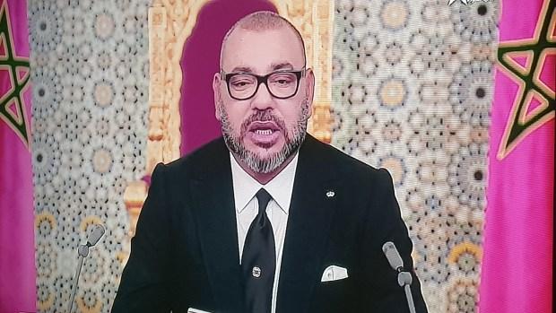 الملك: هناك من يختبئ وراء القصر وبعض الفاعلين أفسدوا السياسة وانحرفوا بها… كفى واتقوا الله في وطنكم