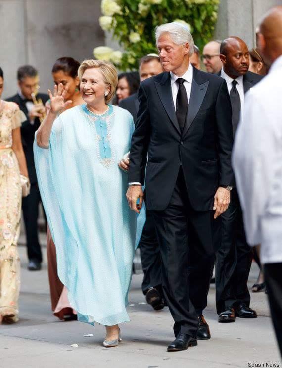 عرس في لوس أنجليس.. هيلاري كلينتون بالكاندورة