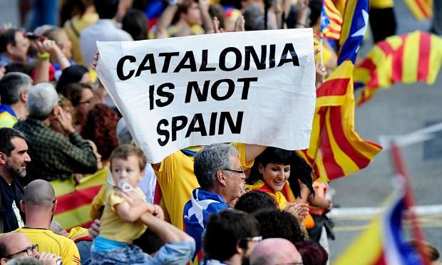 نايضة فإسباينا.. اعتقالات وتصعيد بسبب استفتاء حول استقلال كاتالونيا