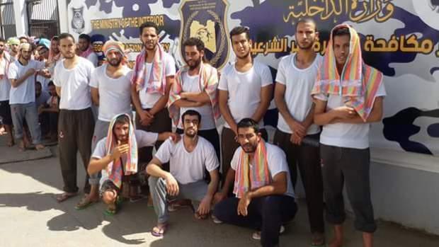 بغاو يرجعو لبلادهم.. حرّاكة مغاربة دايرين إضراب عن الطعام فليبيا (صور وفيديو)