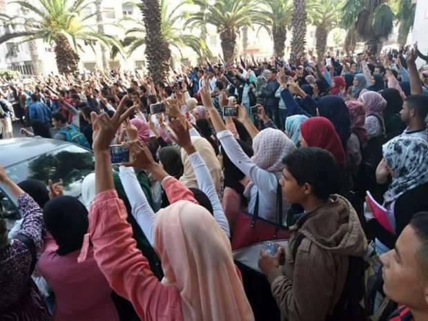 بعد اعتقال طلبة خطفوا بوليسي.. مقاطعة للدروس واحتجاجات في جامعة الجديدة (صور)