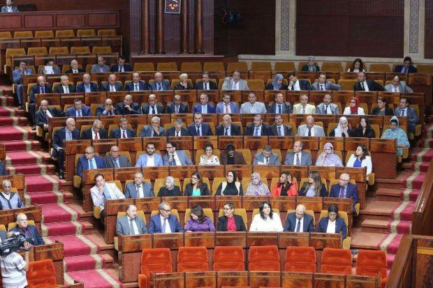 البرلمانيين حاضرين كلهم فمجلس النواب وفرحانين.. البام يستعرض عضلاته!
