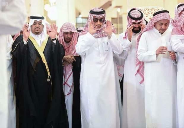 بالصور من السعودية.. جنازة الأمير منصور بن مقرن الذي توفي في تحطم طائرة