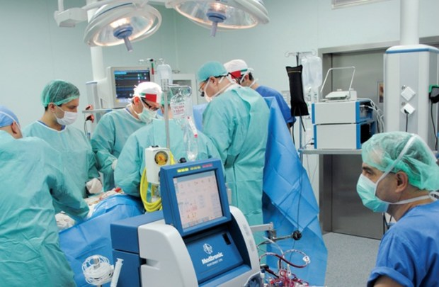 الأولى إفريقيا والسابعة دوليا.. عملية زرع جزأين من الكبد من متبرعين في مستشفى مراكش