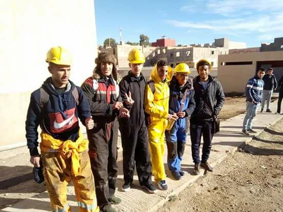 جديد الاحتجاجات في جرادة.. تلاميذ ثانوية بملابس عمال الساندريات