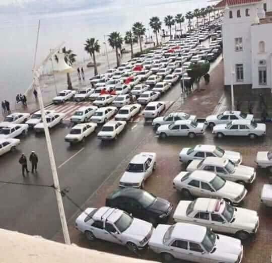 بالصور من الناظور.. أصحاب الطاكسيات يحتجون بسبب ارتفاع أسعار المحروقات