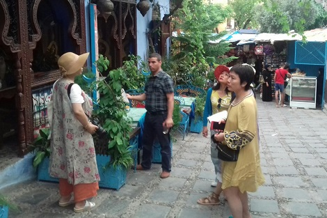 """مقابل تراجع عدد السياح المغاربة.. الصينيون """"يغزون"""" شفشاون!"""