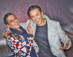 معجبون يحذرون الفنان العالمي نادر الخياط: حضي راسك ليفوز بيك مهدي بنكيران يا ريدوان!! (صور)
