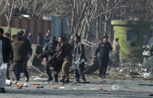 مجزرة في أفغانستان.. عشرات القتلى والجرحى بعد تفجير سيارة إسعاف